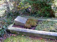 Vor der Restaurierung: Grab Hermann Klemens