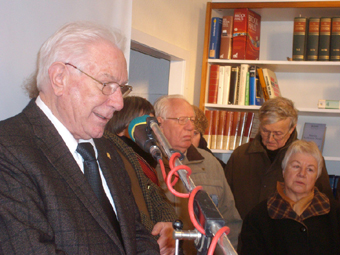 Günter Judick, Leiter der DKP-Geschichtskommission, bei seiner Gedenkrede für Manfred Demmer