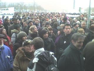 Dresden. Menschenkette am Rathaus